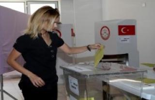 KKTC'de Oy Verme İşlemi Başladı