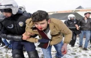 Kocaeli Üniversitesi'nde 28 Öğrenci Gözaltına...
