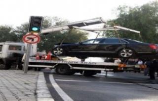 Kocaoğlu'nun Makam Aracı Kaza Yaptı