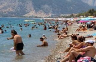 Konyaaltı Sahilinde Bayram Bereketi