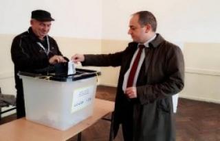 Kosova'daki Seçimler İçin Oy Kullanmaya Gittiler
