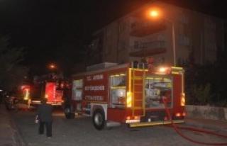 5 Katli Binanın Çatısında Yangın