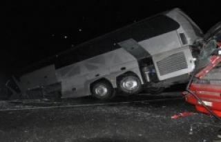 Zincirleme Kazada 18 Kişi Yaralandı