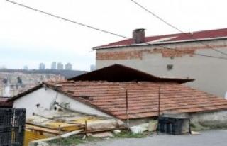 Lodos Çatı Uçurdu, İskeleyi Yamulttu