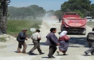 Köylüler Yol Kesti