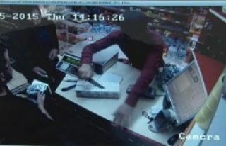 Markette Bıçaklı Gasp Güvenlik Kamerasında