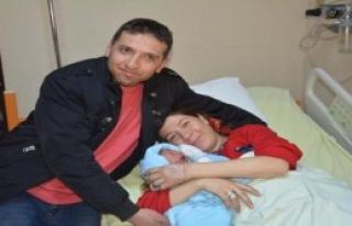 Mental Bozukluğa Sahip Çiftin Bebek Sevinci