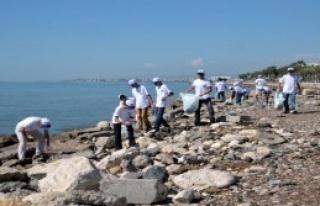 Mersin'de Sahil Temizliği