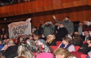 Üniversitelilerin Vali Protestosu