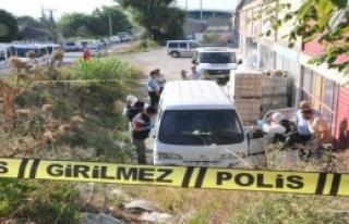 Minibüste 4 Kurşunla Öldürüldü