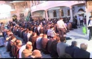 Vatandaşlar Eyüp Sultan Camii'ne Akın Etti