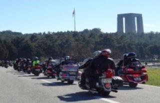 Motosiklet tutkunları şehitlikleri ziyaret etti
