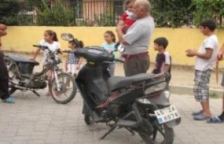 Motosiklete Giren Yılan Korkuttu