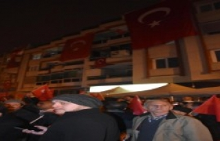 NATO Kışlası Önünde Türk Bayraklı Protesto