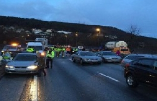 Norveç'te 60 Araç Birbirine Girdi