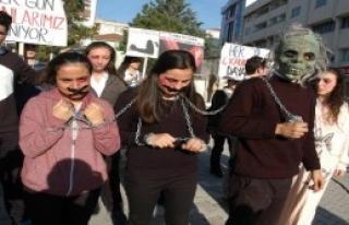 Öğrencilerden Kadına Şiddete Protesto