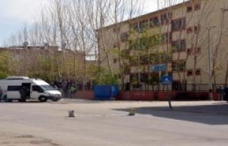 Okul Önünde Bomba Paniği