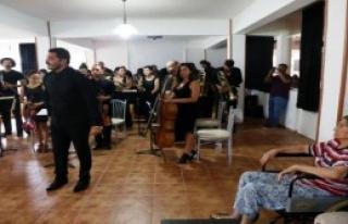 Operacılardan Huzurevi Sakinlerine Konser