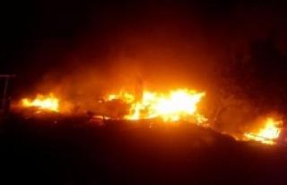 Yangında 8 Ahşap Ev Yandı