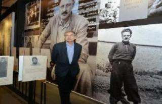 Orhan Pamuk'tan Şiir Kütüphanesi'ne Övgü