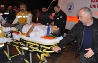 Otomobil İle Minibüs Çarpıştı: 6 Yaralı