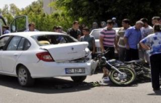 Otomobile Çarpan Motosikletli Ağır Yaralandı