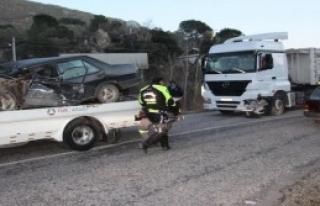 Otomobille Kamyon Çarpıştı: 2 Yaralı