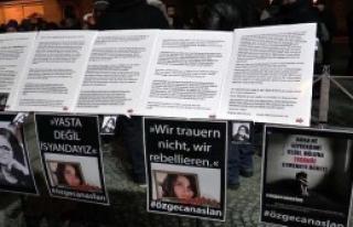 Özgecan, Münih Meydanında Mumlarla Anıldı....