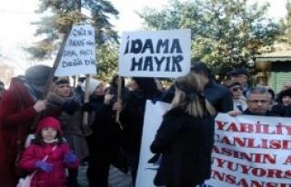 Özgecan Protestosunda İdam Tepkisi