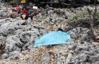 Paraşütü Kapanan Pilot Kayalıklara Çarpıp Öldü