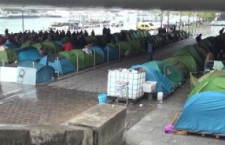 Paris'te Göçmenlere Destek Yürüyüşü