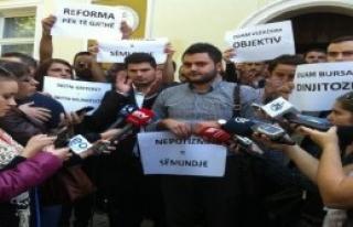 Priştine Üniversitesi Öğrencilerinden Protesto