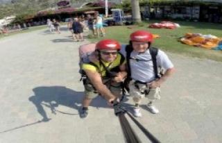 Protez Bacaklarıyla Yamaç Paraşütü Yaptı