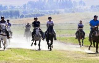 Rahvan At Yarışları İlgi Çekti