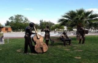 Sanat Sokağı'na Müzisyen Heykelleri