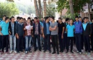 Sandıklı'da Öğrenci ve Veliler Eylem Yaptı