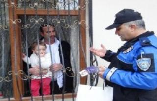 Şanlıurfa'da Polis, 10 Bin Broşür Dağıttı