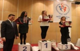 Satrançta Türkiye Şampiyonu Oldu