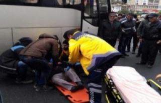 Servis Midibüsünün Çarptığı Kadın Öldü