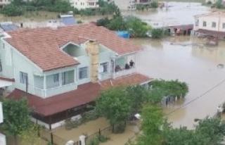 Silivri'de Sular Çekiliyor, Geriye Çamur Kalıyor