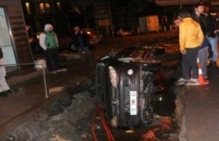 Virajı Alamayan Otomobil Kanala Düştü