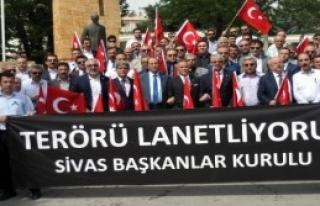 Sivas'ta Şehit Mezarlarına Karanfil