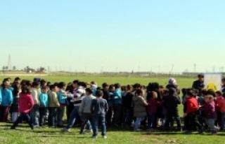 Suriyeli Öğrencilere Sınırda Karne Dağıtıldı