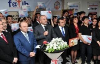 Tabletler Bakan Çavuşoğlu'dan