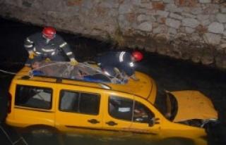 Taksi Şoförü Ölümden Döndü