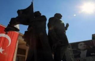 TBMM Başkanı Atatürk Anıtı'na Çelenk Bıraktı