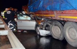 TIR'a Çarpan Otomobil Sürücüsü Öldü