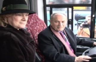 Topbaş Çevre Dostu Otobüsü Kullandı
