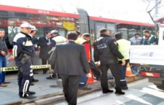 Tramvayın Çarptığı Yaya Öldü
