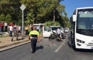 Tur Minibüsü Kaza Yaptı: 4 Yaralı